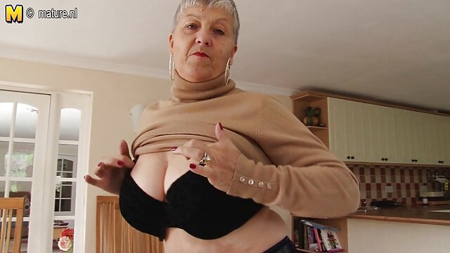 Hellie کانال سوپرسکسی درتلگرام May Hellfire در خانه مادر