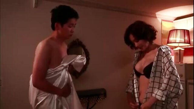 مامان دختر داغ مامان را که در دستشویی گیر کرده است کانال تلگرام فیلمسوپر امتحان می کند