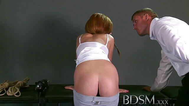 دختر به لیوان تزریق سوپر کانال سکس می کند ، سپس آن را می نوشد